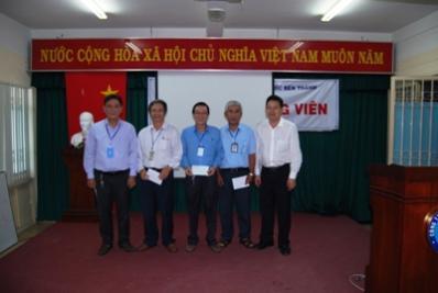 Khen thưởng nhân viên Đội Quản lý ĐHN và Ban QlDA