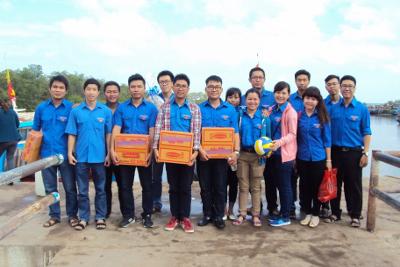 Đoàn Cơ sở Công ty Cấp nước Bến thành thăm và tặng quà đồn Biên phòng Thạnh An huyện Cần Giờ